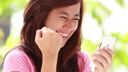 сюрприз : happy young woman surprise receiving text message from smart phone