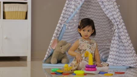 szervez : toddler play with toys at home