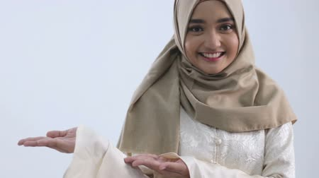 orar : Young muslim woman