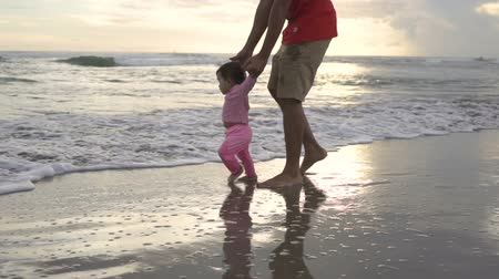 papai : learn to walk with her father Stock Footage