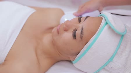 soyulması : collagen mask. rf skin tightening machine Stok Video