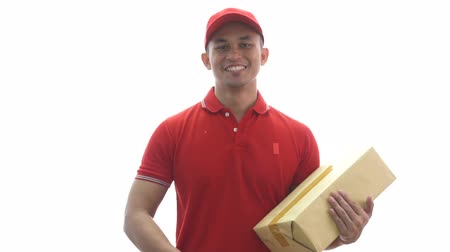 доставлять : delivery man holding parcel boxes while giving thumbs up