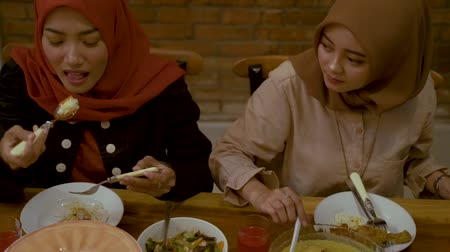 lebaran : Moments together with family breaking their fast