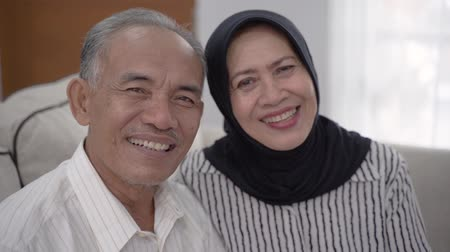 saygı : asian senior muslim couple looking at camera Stok Video