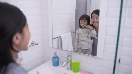 preventive : mom and kid brushing their teeth together