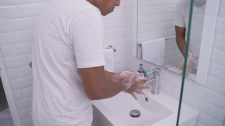aseo personal : mans hand washing in the sink Archivo de Video