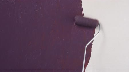Painting of walls in a dark brown color for repair old paint