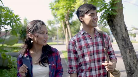 becario : asian young male and female student outdoor Archivo de Video