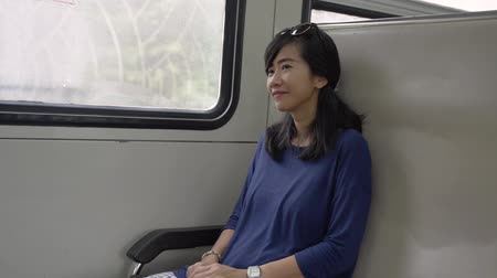 lugares sentados : asian young woman alone when take the train go to town