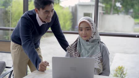 muslim leader : the owner give a briefing to a new employee Stock Footage