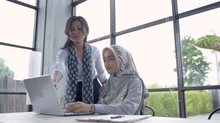 muslim leader : mentoring female employees by more experienced worker Stock Footage