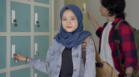 başörtüsü : muslim asian student friend in locker room