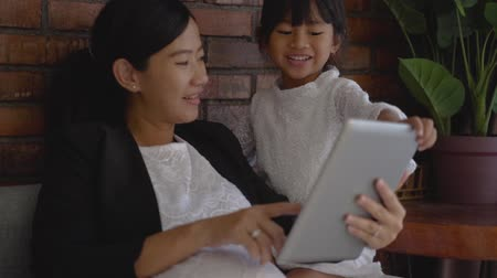 tab : pregnant mother with little girl using tablet for learning together Stock Footage