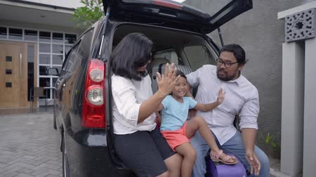 parentes : asian family with daughter sitting in car trunk Stock Footage