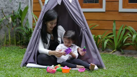 teppich : play toys with mother in tent