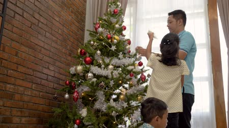 natal : asian dad and girl decorating christmas tree Stock Footage