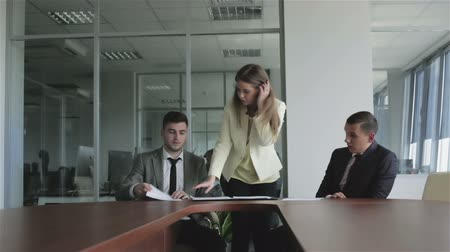 jurist : Young woman lawyer putting the signed documents in a black folder. Stock Footage