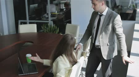 ügynökség : The attractive girl and the guy working in the office. Stock mozgókép