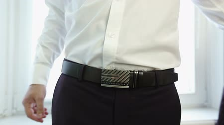 kalhoty : Close up. Man buttoned the belt for trousers.