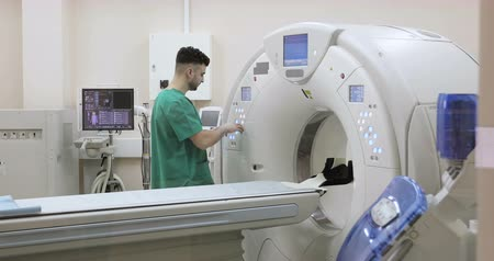 senhor : 4K Doctor presses settings button of CT MRI scanner. Stock Footage