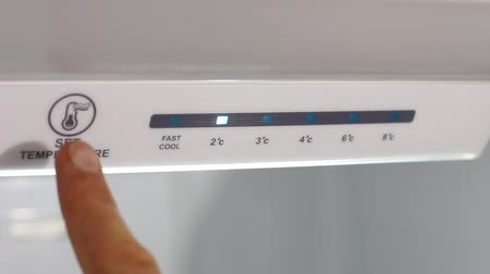 termostat : Adjusting the temperature of the refrigerator. Temperature up. Electronic control. Touch Panel. Energy Savings