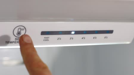 kondenzátor : Adjusting the temperature of the refrigerator. Refrigerator Adjusting Temperature Controls. Temperature down