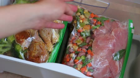 konzervace : Freezer meals for a month. Packing in Ziploc bags Dostupné videozáznamy