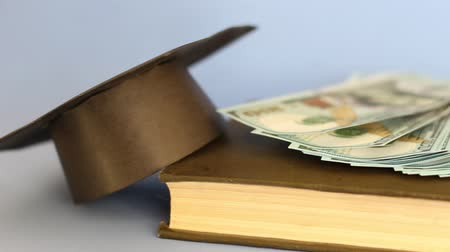 díj : Cash for study. College tuition fundraising