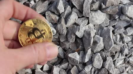человеческая рука : Cryptocurrency mining concept. Bitcoin mining. A mine with real stones