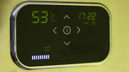 termostat : Smart wifi thermostat with programming, touchscreen. Optimizing heating and cooling