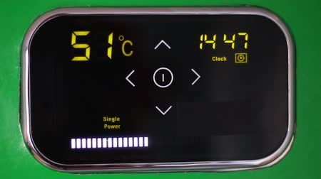 temperatura : Wi-Fi Smart Thermostat. Electronic scoreboard of the boiler. Temperature light panel Stock Footage