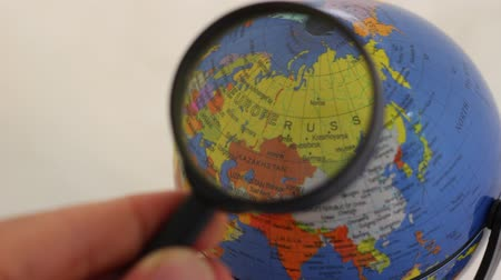 tło : Russia - Geographic Globe Elements Through A Magnifying Glass. Desktop Political Globe viewed through a magnifying glass. Russian Federation
