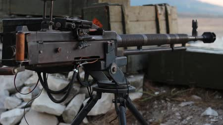 silahlar : Heavy Machine Gun in the trenches. War in real time Stok Video