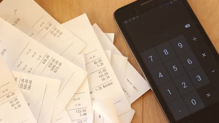 gerir : Pile Of Shopping Receipts With Costs. Mobile Online Banking. Checking personal receipts