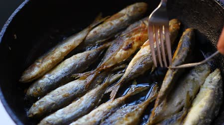 скумбрия : Fried fish. Jack Mackerels Frying In Hot Oil Pan