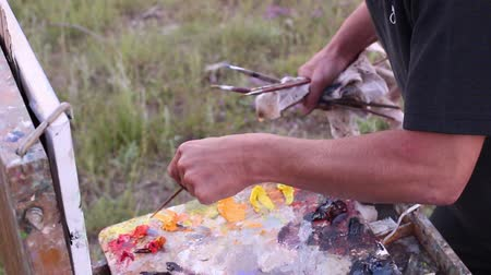 paleta : Artist Working En Plein Air. Oil on canvas. Landscape Painting. The left handed man