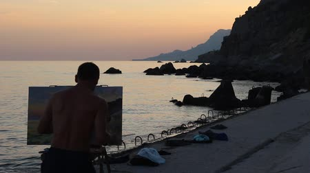 şövale : Artist is working. Seascape Picture In Sunset