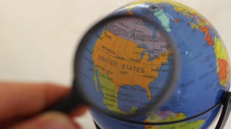 maquette : North America - Geographic Globe Element Through A Magnifying Glass. World Globe viewed through a magnifying glass. Canada, United States, Mexico, Cuba, Panama, Jamaica, Guatemala, Nicaragua