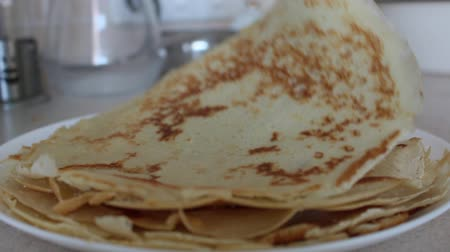 empilhamento : Hot pancakes. Stacking Pancakes. Hot steam. Cook poured sugar