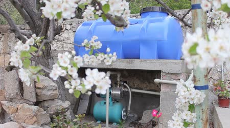su tesisatı : A Small, Electrically Powered Pump And Plastic Tank