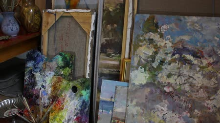jarras : The Living Art Room Studio Space. Storage for canvases. Tilt up. Painted, painting, brushing, framing Vídeos