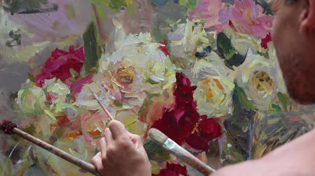 jarras : Close up of mans hand painting still life picture on canvas in art studio. Impressionism. Professional work. Piece of art Vídeos