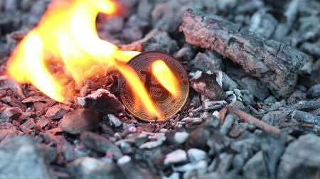 снижение : Bitcoin cash and coin burning. Bitcoin and fire. Proof of burn cryptocurrencies work by burning proof-of-the-work-mined cryptocurrencies, so the ultimate source of scarcity remains the proof-of-work-mined fuel