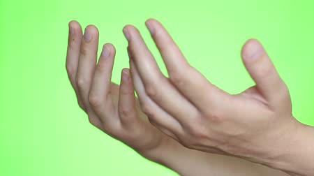 peça : Hands of a praying Muslim closeup. Chroma key background. Green Screen. Isolated