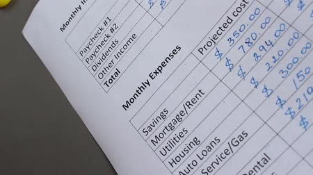 kontrol listesi : Household Monthly Expenses Checklist. A family keeps an account of all the monthly costs of income and costs