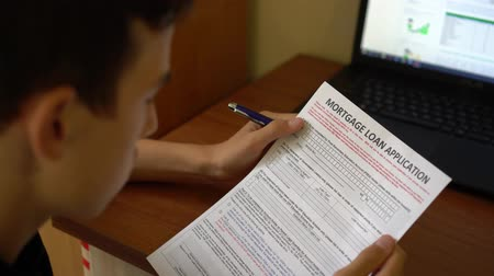 aprovado : A young man is applying for a Mortgage. Mortgage banker, mortgage broker, local bank