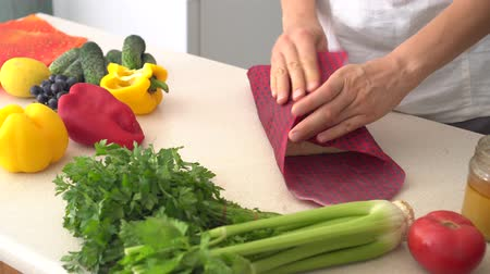 Reusable Beeswax Food Wraps. Organic fabric covers for food storage. Zero waste Stock Footage