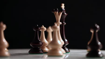 estratégico : Chess on white background