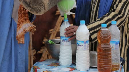 wielbłąd : Camel Milk and Camel Urine. North Africa. The sale of camel milk and camel urine.