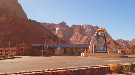difficults : Crossroads among the Sinai mountains in Egypt